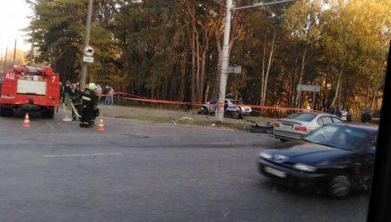 В Гомеле машина ГАИ разбилась в страшной аварии с участием BMW. Пассажира выбросило из авто