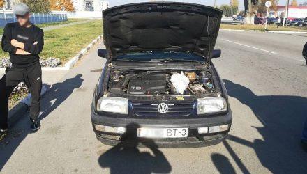 В Брагине трое парней перевозили марихуану под капотом автомобиля