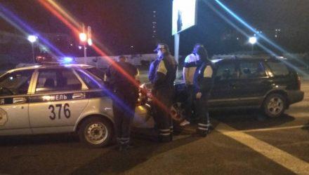 ДТП или задержание нарушителя? В Гомеле засняли автомобиль ГАИ в необычном положении