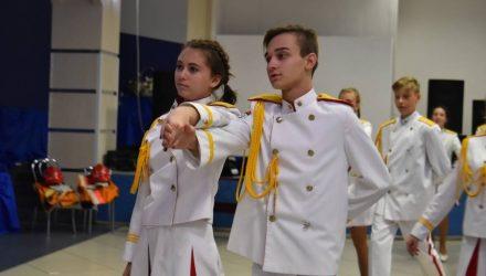 Закружились в танце: осенний бал юных спасателей прошёл в ГЦК