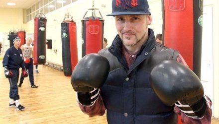 Белорусский призёр чемпионата Европы по боксу Сергей Дычков работает в ЦУМе грузчиком
