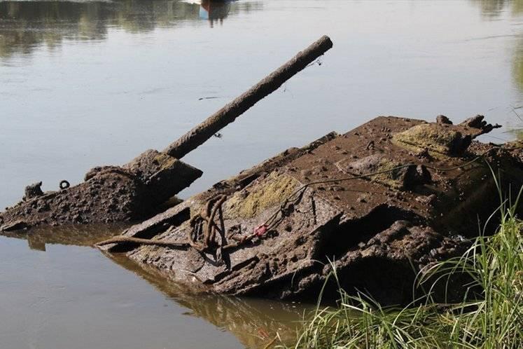 """""""Экипаж всё ещё может находится внутри"""". Стали известны подробности о найденном на Гомельщине немецком танке"""