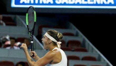 Арина Соболенко в драматичном матче обыграла Каролин Гарсию и вышла в четвертьфинал турнира в Пекине