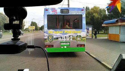«За намі Радзіма». По Гомелю ездит патриотический автобус - фотофакт