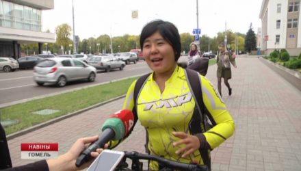 2 тысячи километров на велосипеде. Гомель посетила крутая велотуристка из Китая