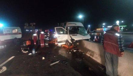Под Воложином маршрутка влетела в бетонные блоки: 2 человека погибли, 14 в больнице