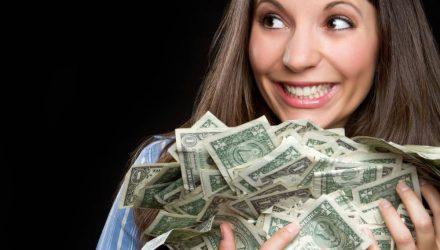 В Жлобине женщина вышла в огород, а когда вернулась, обнаружила пропажу $18200