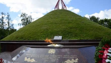 В Гомеле из-за непогоды потушили вечный огонь на Кургане Славы в Фестивальном парке
