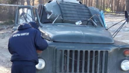 Провод ЛЭП срезал кабину грузовика: водитель-белорус погиб