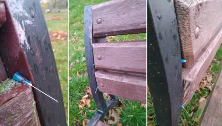 Жесть в Солигорске. Неизвестный воткнул окровавленные иголки от шприцев в скамейки