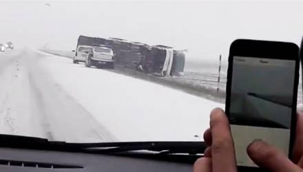 Автобус с 14 пассажирами перевернулся на автодороге Витебск-Гомель-граница Украины