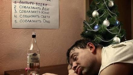Пьяный мозырянин на несколько часов парализовал работу приемного покоя больницы, но бутылку водки из рук так и не выпускал