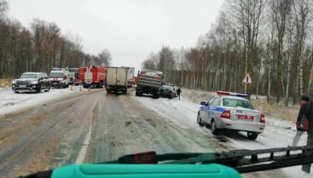Первые жертвы снега на Гомельщине. На трассе под Калинковичами в ужасном ДТП погибли 5 человек
