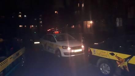 """""""Оскорблял и не хотел платить"""". Два десятка белорусских таксистов съехались проучить клиента – видео"""