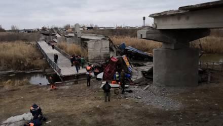 Под Воронежом обрушилось 120 метров моста с машинами, ехавшими по нему – шокирующее видео