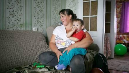 Многодетной матери, которой отказали в награде из-за разбросанных дома игрушек, всё-таки дали орден