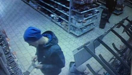 Белорус отрезал себе мизинец и кинул его в лицо продавцу за отказ продать ему телефон в рассрочку (видео)