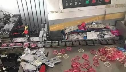 Правоохранители накрыли фабрику, где из презервативов б/у делали новые Durex