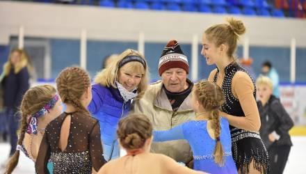 В гомельском «ледовике» прервали сеанс катания ради поздравления 89-летнего посетителя