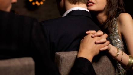 В Жлобине молодой человек заглянул на застолье, неожиданно встретил там свою любовницу и попал в реанимацию