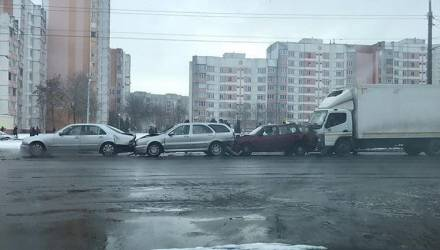 """Снег, метель и до -17. Гомельская ГАИ предупредила водителей о """"Днях жестянщика"""""""