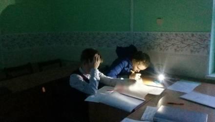 Резонанс. В музыкальной школе около Гродно дети с сентября занимаются в классах без света — с фонариками