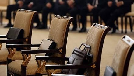 Госслужащие и руководители госорганизаций вырвались в лидеры по росту реальных зарплат