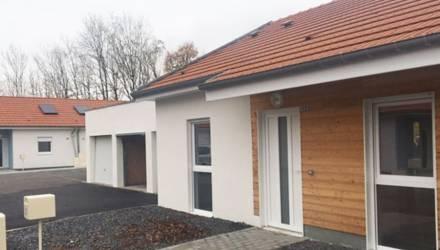 Во Франции появился целый квартал белорусских деревянных домов