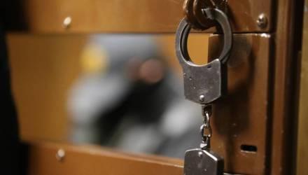 Грандиозный скандал: правоохранители изнасиловали генеральскую дочь прямо на рабочем месте