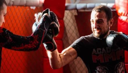 «Один парень не мог меня бить, когда узнал, что я не слышу». Глухой слесарь из Рогачева хочет стать чемпионом мира по MMA