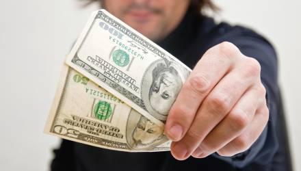 """""""Пеня — 1872 доллара"""". Белорус погасил кредит в банке, а через три года узнал о новом долге"""