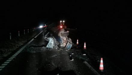 25-летний парень, который ехал из Гомеля в Минск, выжил в ужасной аварии, столкнувшись с погрузчиком