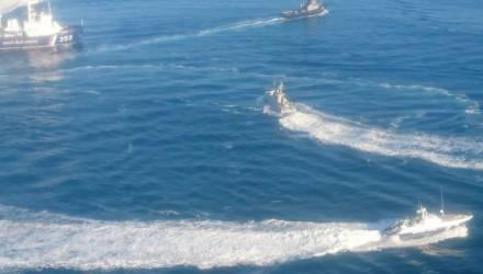 Украина направила еще два корабля, Россия закрыла проход. Что происходит в Керченском проливе?
