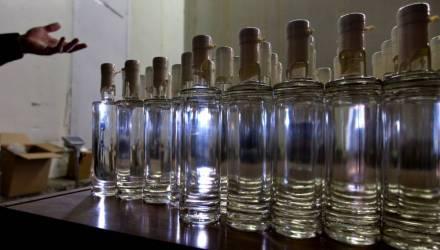 Пропажа 47 тысяч бутылок водки: Гомельский ликеро-водочный завод предъявил иск к трем бывшим работницам на 263 000 рублей. Подробности