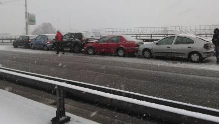 С 1 декабря ГАИ будет штрафовать водителей, которые не установили на авто зимние шины