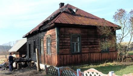 """В Юровичах, где """"гопота"""" убила соседа, подожгли дом одного из них. С местными встретились силовики"""