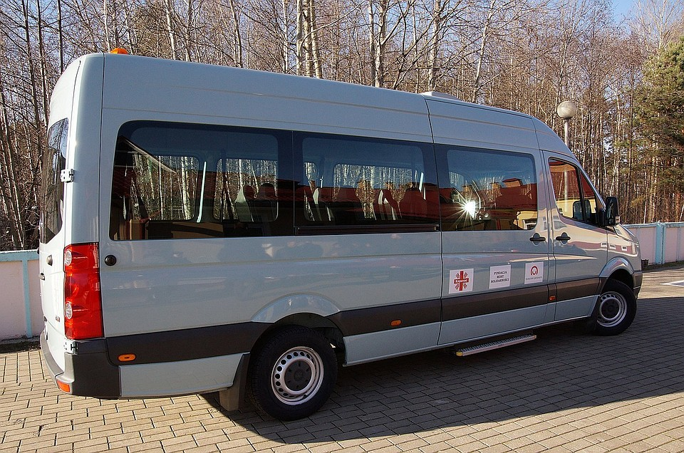 МИД Польши подарил микроавтобус Детской деревне в Гомеле