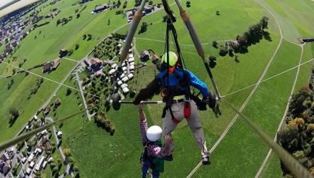 Первый полёт туриста на дельтаплане превратился в двухминутную борьбу за жизнь – видео
