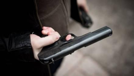Житель Лельчицкого района хотел вернуть бывшую девушку и выстрелил в неё из пневматического пистолета