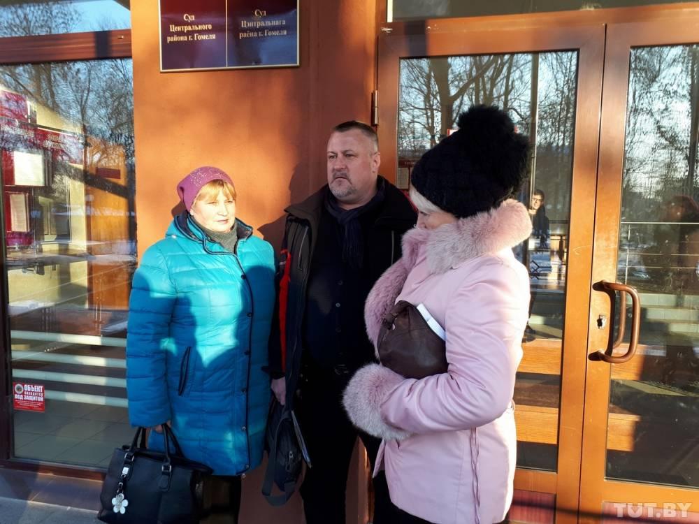 Бывшие кладовщицы Валентина Н. и Наталья М. и их защитник Леонид Судаленко