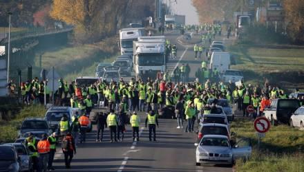 280 тысяч французов вышли на протесты против роста цен на бензин: 227 пострадали, 117 задержаны
