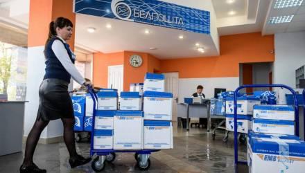 «Что происходит?» На почте у белоруски не приняли посылку в Украину