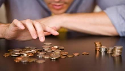 В Беларуси снова упали средние зарплаты. Сколько недотягиваем до заветной 1000 рублей