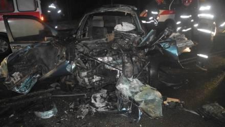 """В Гомеле пассажира и водителя """"вырезали"""" из легковушки после страшного ДТП, последний от удара потерял сознание"""