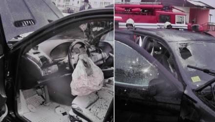 """В Светлогорске необычно горел BMW X5: огонь """"проел"""" лобовое стекло"""