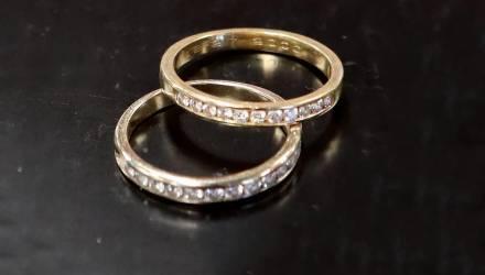 Чудеса на Рождество. Женщина случайно спустила в канализацию кольцо с бриллиантом, а оно вернулось к ней 9 лет спустя