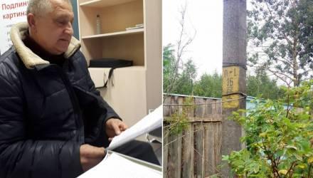 """Мужчина купил дом в деревне со столбом на участке — и вдруг оказался должен """"Гомельэнерго"""" более 9 тысяч"""