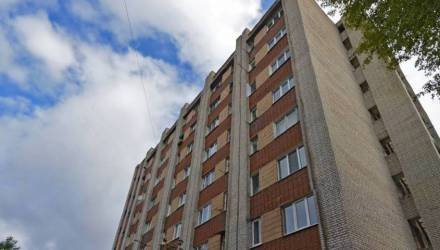 В Гомеле женщина выпала с 7 этажа и разбилась насмерть. При этом жертвой едва не стал случайный прохожий