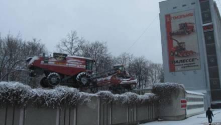 «Гомсельмаш страдает». Лукашенко поручил исключить импорт запасных частей для техники