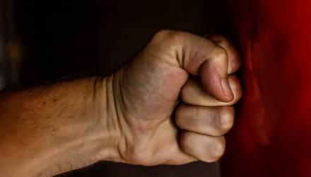 Гомельчанин насмерть избил отца, полоснул ножом и ограбил приятеля. Ему вынесли приговор